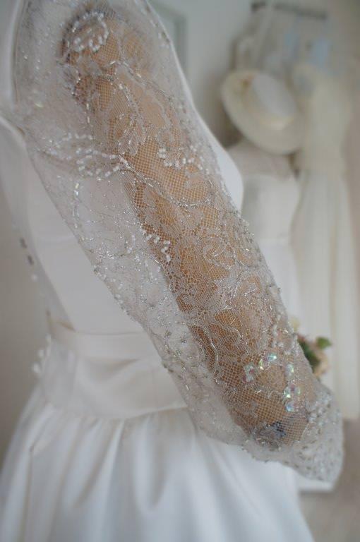 2016-03-04 シルバーレース袖ありドレス