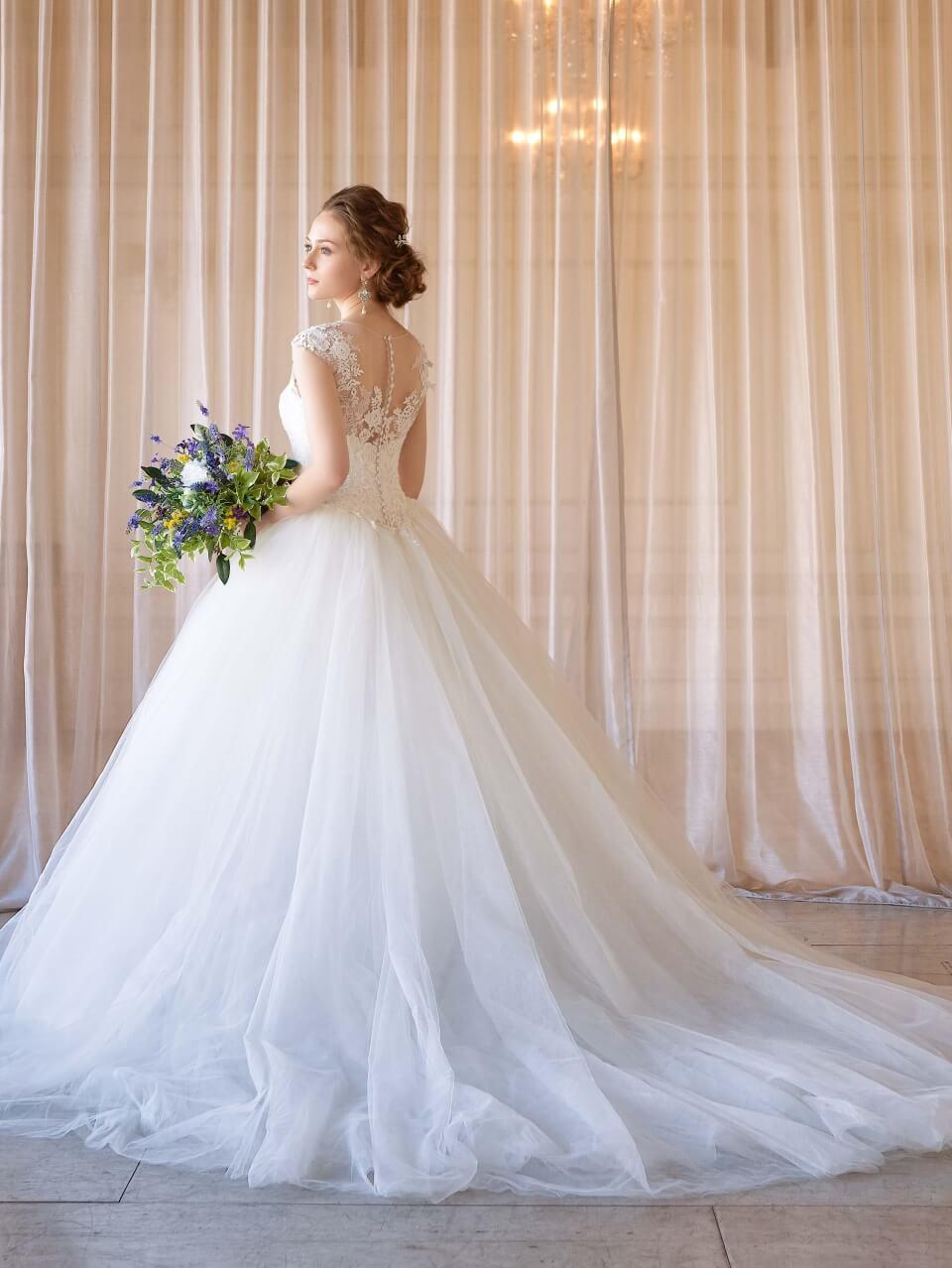 【30代の花嫁を美しく魅せる】2019年新作ウェディングドレスが完成♪