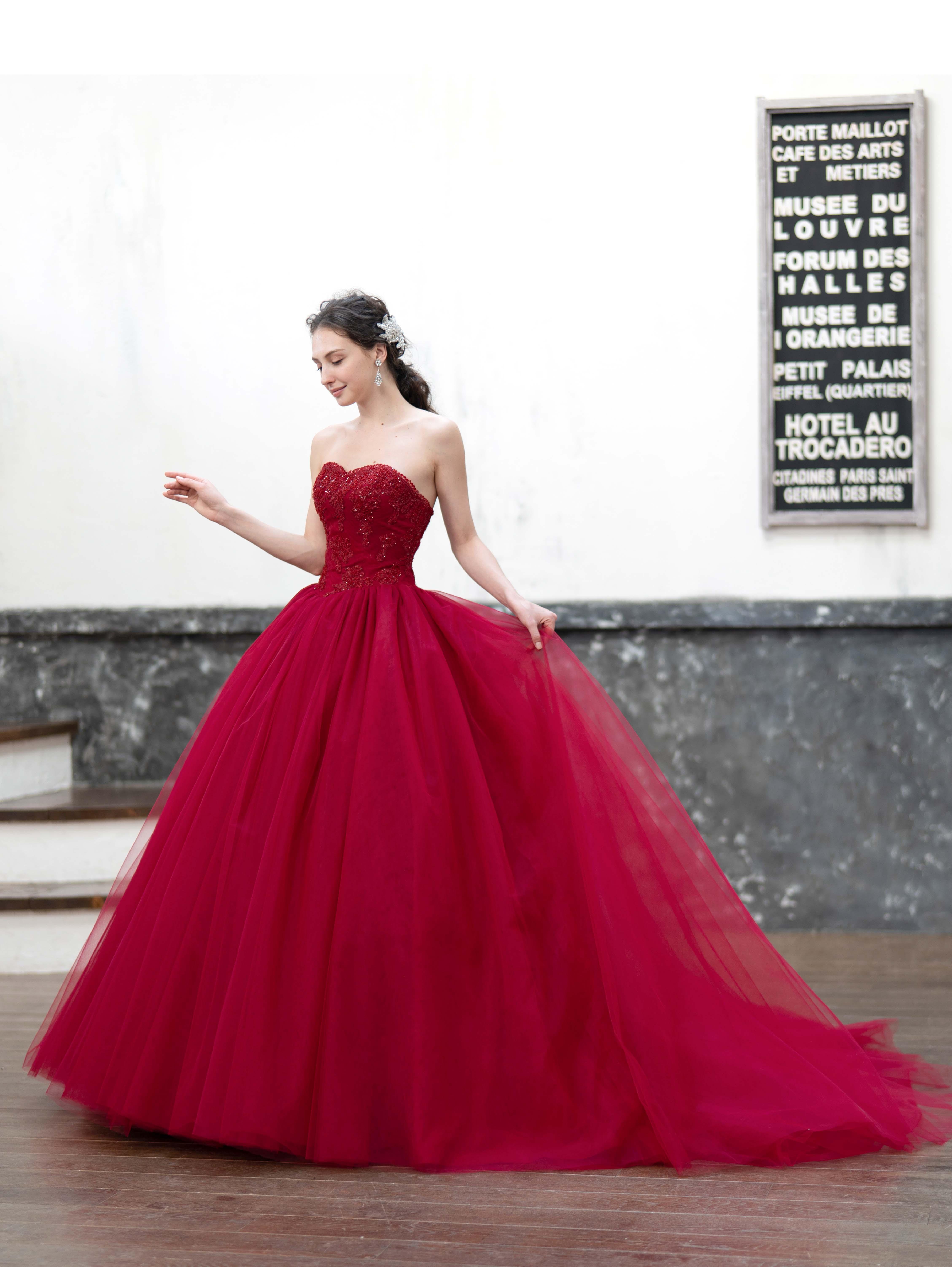 関西でもご試着可能に!シンデレラ&コーのカラードレスが人気!