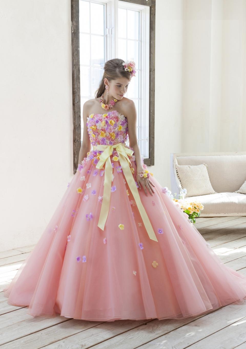 サ-モンピンクのカラ-ドレス
