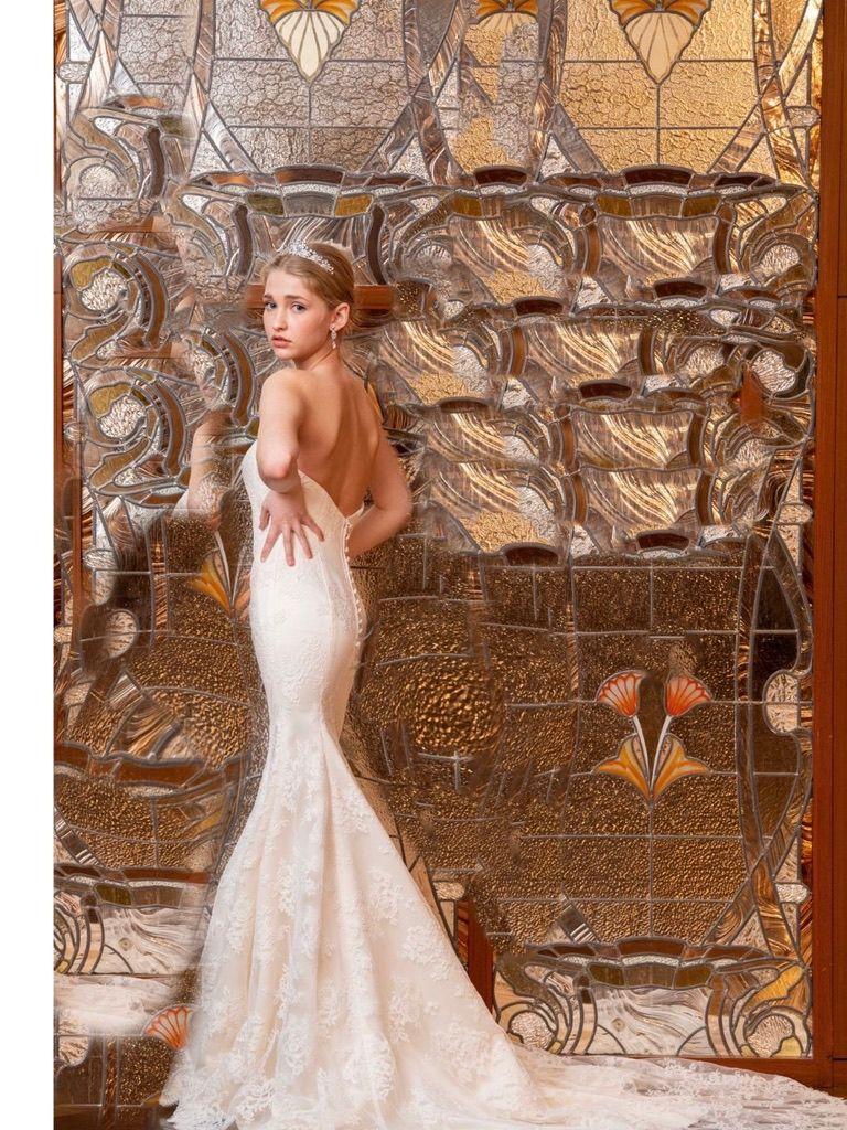 ◇背中スッキリ!バックレスドレスが人気です!
